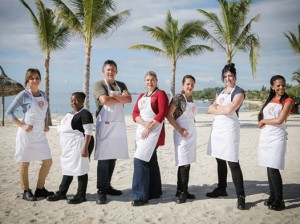 MasterChef 3 12 Contestants in aprons on beach